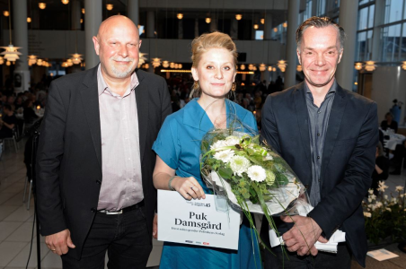 Foto af Puk Damsgård med prisen