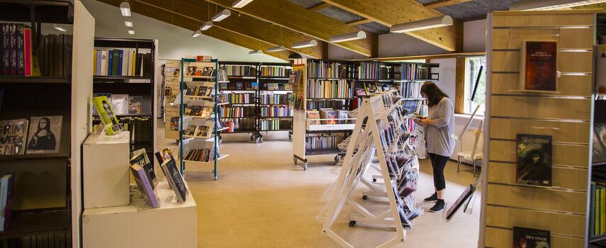 Foto inde fra Fensmark Bibliotek
