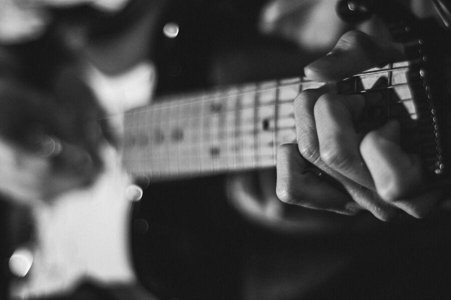 Guitarist. Foto: Austin Prock for Unsplash.