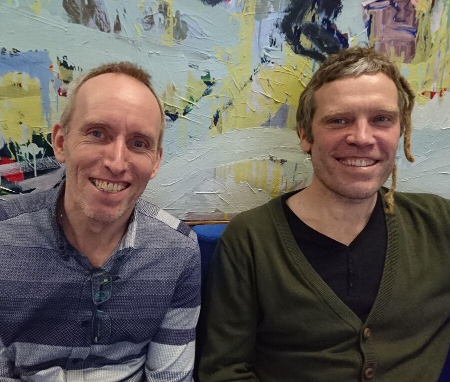 Foto af Jens Kryger Nielsen og Thomas Damholt, bibliotekarer på Glumsø Bibliotek