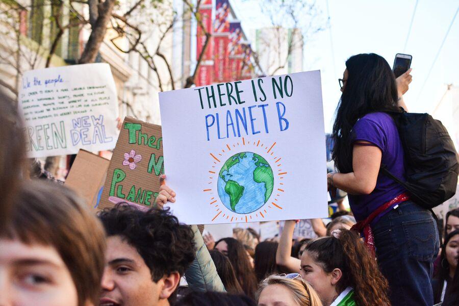 Klimademonstration. Foto af Li-An Lim fra Unsplash.
