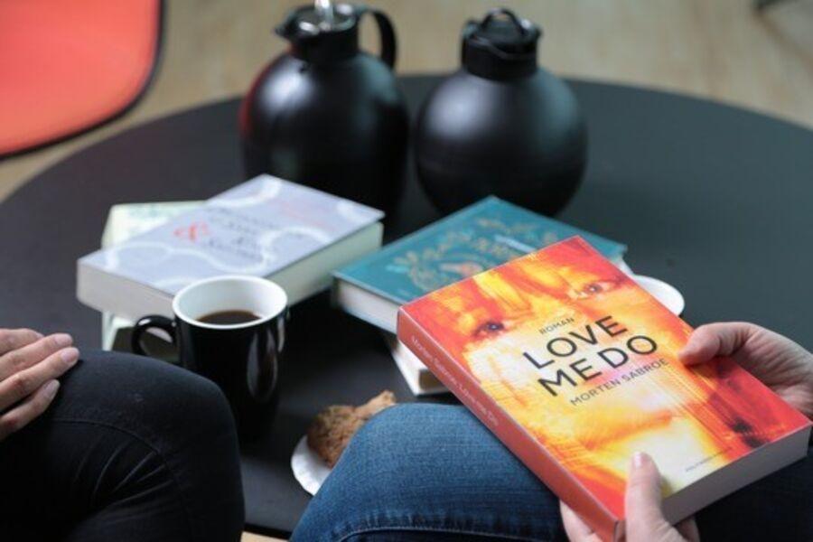 Bøger og kaffe