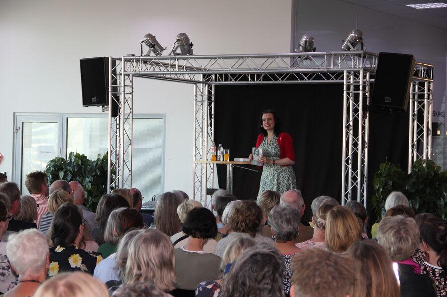 Leonora Christina Skov viser Den der lever stille frem