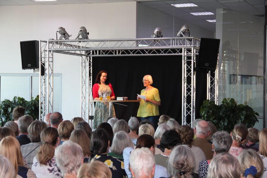 Leonora Christina Skov og Ulla Pagh Andersen på Næstved Bibliotek