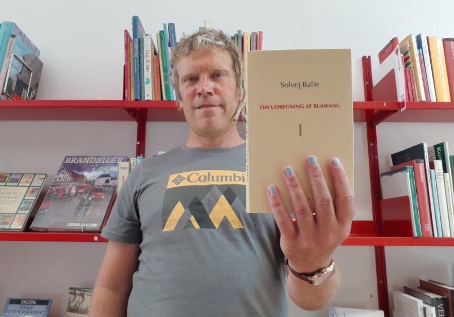 Thomas holder bogen Om udregning af rumfang