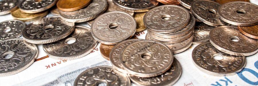 Foto af danske mønter og pengesedler