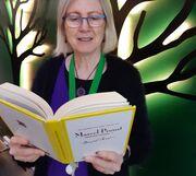Vibeke Sølling er en af de fem bibliotekarer, der læser højt